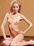 Olga D � Oily Blondy