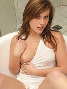 Tight vixen Sasha Heart on the tub showing off her awesome curves
